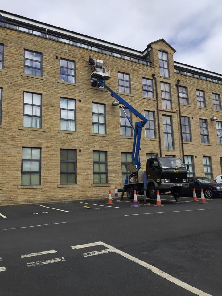 best cherry picker services